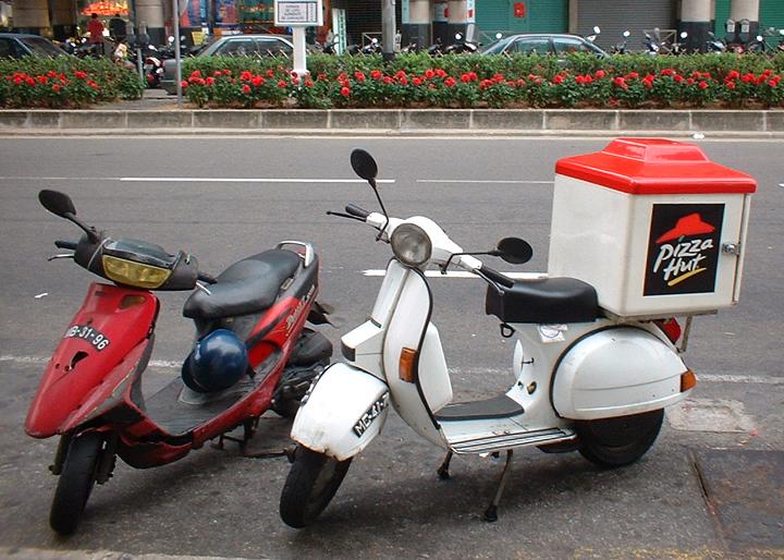 Macau Pizzahut Scooter A